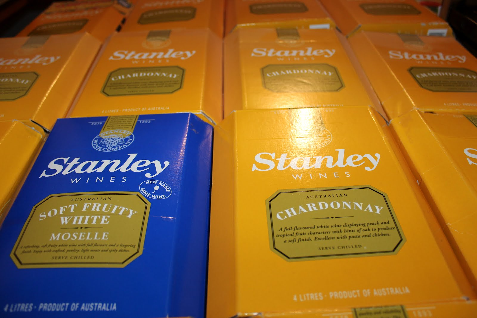Stanley_Chardonnay_Goon_(Box_Wine)_Review_Boxes