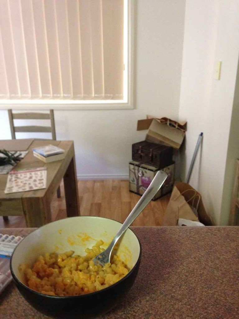 A bowl of macaroni and cheese made with goon
